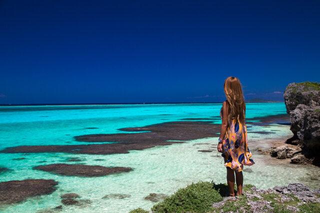 宮古島 海を眺める女性