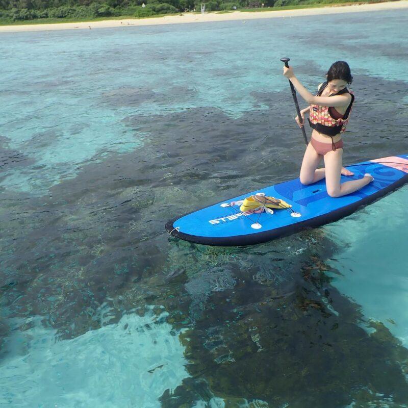 【慶良間・座間味島】初心者大歓迎!珊瑚の楽園でSUPツアー(シュノーケリング体験付)(No.316)